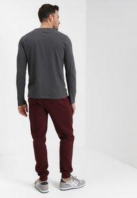 Pier One - Teplákové kalhoty - bordeaux - 2
