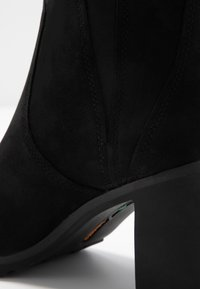 Timberland - ALLINGTON - Classic ankle boots - black - 2