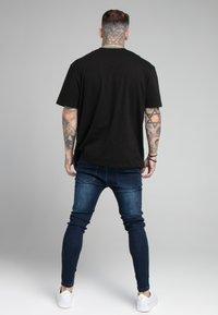 SIKSILK - EMBOSSED PRINT - Jeans Skinny Fit - raw blue - 2