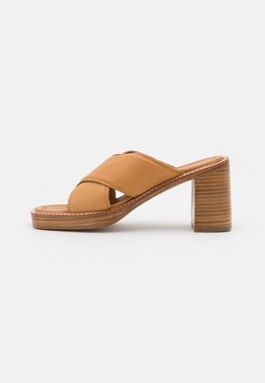 DONNA MULES  - Heeled mules - tan