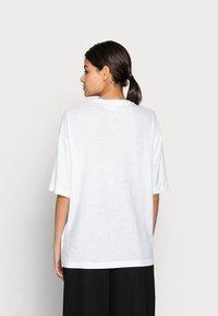 ARKET - Jednoduché triko - white - 2