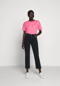 BLANCHE - MAIN HOLOGRAM - T-shirt imprimé - think pink - 1