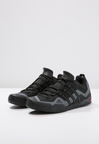 adidas Performance - TERREX SWIFT SOLO UNISEX - Lezecká obuv - black/lead - 2