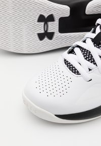 Under Armour - LOCKDOWN 5 UNISEX - Basketball shoes - white - 5
