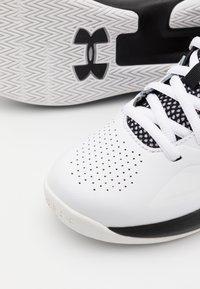 Under Armour - LOCKDOWN 5 UNISEX - Basketbalové boty - white - 5