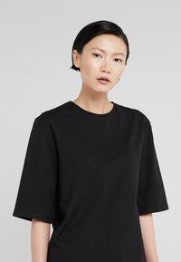 Filippa K - LONG CREW NECK - Basic T-shirt - black - 3