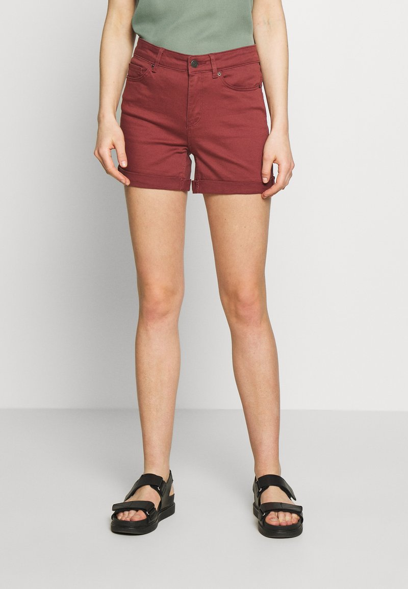 Vero Moda - VMHOT SEVEN MR FOLD SHORTS COLOR - Denim shorts - sable