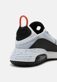Nike Sportswear - AIR MAX 2090 UNISEX - Trainers - white/turf orange/black/aquamarine/pure platinum/lotus pink - 4