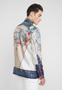 Versace Collection - CAMICIE TESSUTO - Košile - sabbia  stampa - 2