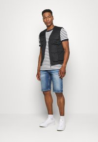 Tommy Jeans - RONNIE RELAXED  - Denim shorts - blue denim - 3