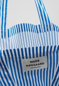 Mads Nørgaard - ATOMA - Tote bag - blue/white - 4
