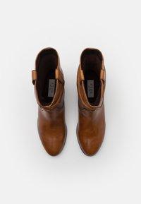 Steven New York - ADELINE - Kovbojské/motorkářské boty - cognac - 5