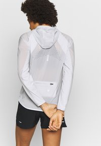Under Armour - QUALIFIER WEIGHTLESS PACKABLE JACKET - Sports jacket - halo gray/reflective