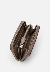 Lauren Ralph Lauren - WALLET SMALL - Peněženka - taupe heritage logo - 2