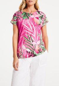 Gerry Weber - FLORAL BEDRUCKTES  - Print T-shirt - lila/pink/ecru/weiss patch - 2