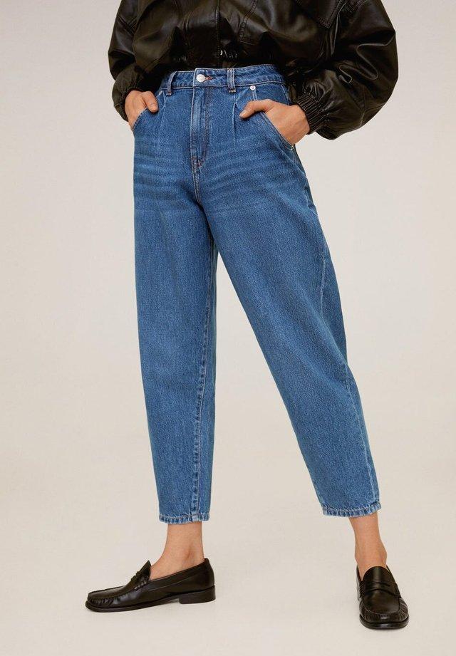 REGINA - Jeansy Straight Leg - mellemblå