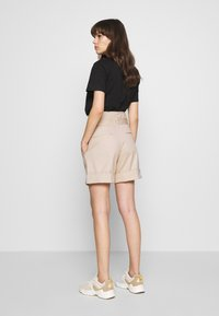 Calvin Klein - PAPER BAG WAISTED - Shorts - white smoke - 2
