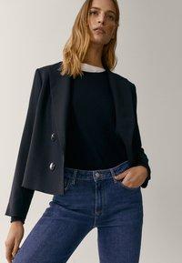 Massimo Dutti - MIT HALBHOHEM BUND  - Slim fit jeans - blue - 4