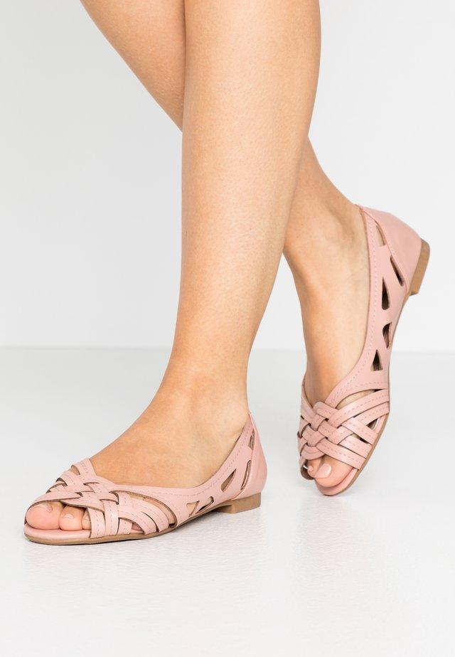 WIDE FIT PEARLENE  - Ballerina peep-toe - blush