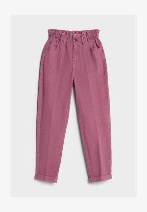 MIT ELASTISCHEM BUND  - Straight leg jeans - pink