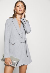 4th & Reckless - RUBY BLAZER DRESS - Robe chemise - grey - 5