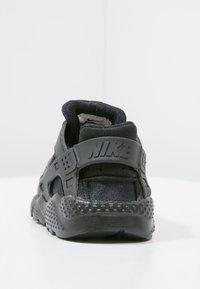Nike Sportswear - HUARACHE RUN UNISEX - Trainers - black - 3