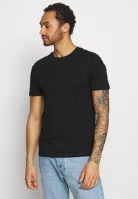 Jack & Jones - JJEORGANIC BASIC TEE O-NECK 5 PACK - T-shirts basic - black, white - 1