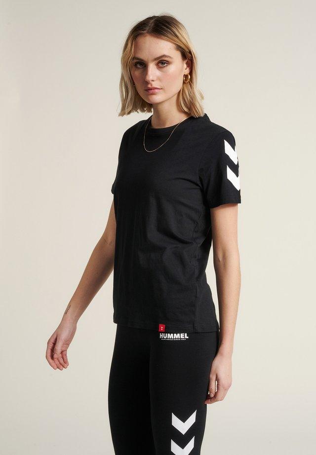 LEGACY CHEVRON  - Print T-shirt - black