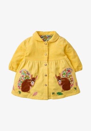 Shirt dress - honiggelb, eichhörnchen
