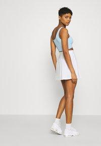 Karl Kani - SMALL SIGNATURE TENNIS SKIRT - Mini skirt - white - 4