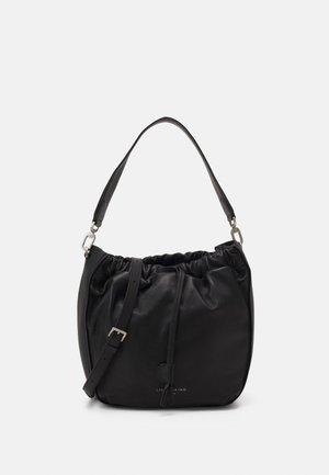 BUCKET BAG M - Håndveske - black