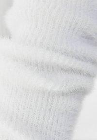Bershka - MIT CARMEN-AUSSCHNITT  - Cardigan - white - 4