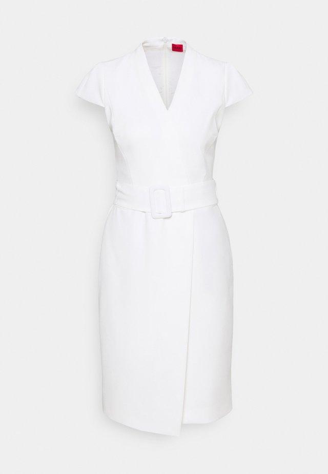 KAMURE - Vestido de tubo - off-white