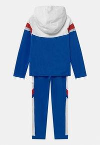 Nike Sportswear - POLY SET UNISEX - Tracksuit - game royal/white/university red - 1