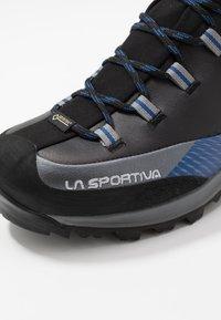 La Sportiva - TRANGO TRK GTX - Alpin-/Bergstiefel - carbon/dark sea - 5