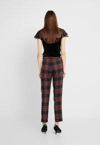 Lauren Ralph Lauren - NOVEL SUITING PANT - Bukse - black/red - 2