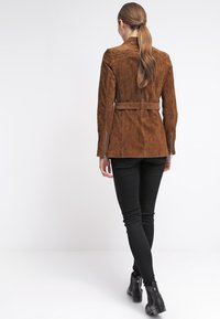 Freaky Nation - MODERN TIMES - Leather jacket - camel - 2