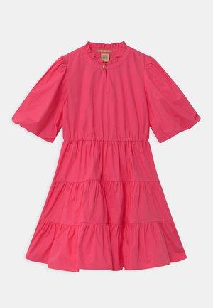 CRISPY VOLUMINOUS SLEEVES - Robe de soirée - toxic pink