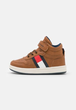High-top trainers - tobacco