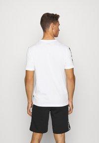 Puma - AMPLIFIED TEE - Print T-shirt - white - 2