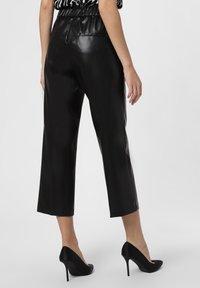 Cambio - Trousers - schwarz - 1