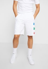 adidas Originals - PHARRELL WILLIAMS  3 STREFEN SHORTS  - Spodnie treningowe - white - 0