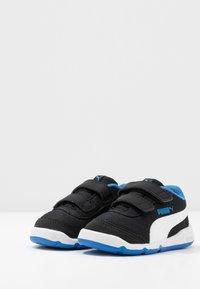 Puma - STEPFLEEX 2 UNISEX - Zapatillas de entrenamiento - black/white/palace blue - 3