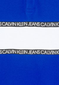 Calvin Klein Jeans - LOGO COLOUR BLOCK  - Poloshirts - blue - 2