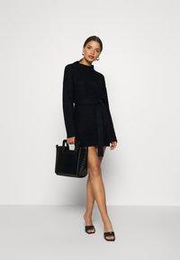 Missguided Petite - BASIC DRESS WITH BELT - Robe fourreau - black - 1