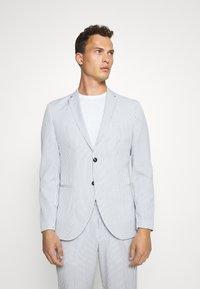 Selected Homme - SLHSLIM YONG WHITE STRIPE SUIT - Oblek - white/blue - 2