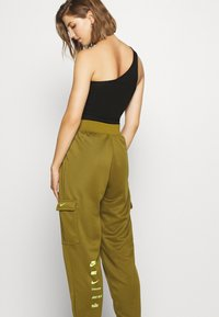 Nike Sportswear - W NSW SWSH - Trousers - olive flak - 4