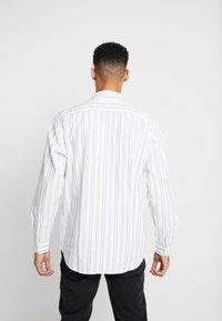 Levi's® - OVERSIZE BARSTOW WESTERN - Overhemd - arlo cloud dancer - 2