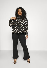 Glamorous Curve - SMOCKED HIGH NECK BLOUSE WITH LONG SLEEVES - Bluser - black/sand - 1