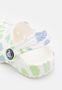 Crocs - CLASSIC OUT OF THIS WORLD II - Klapki - white - 5